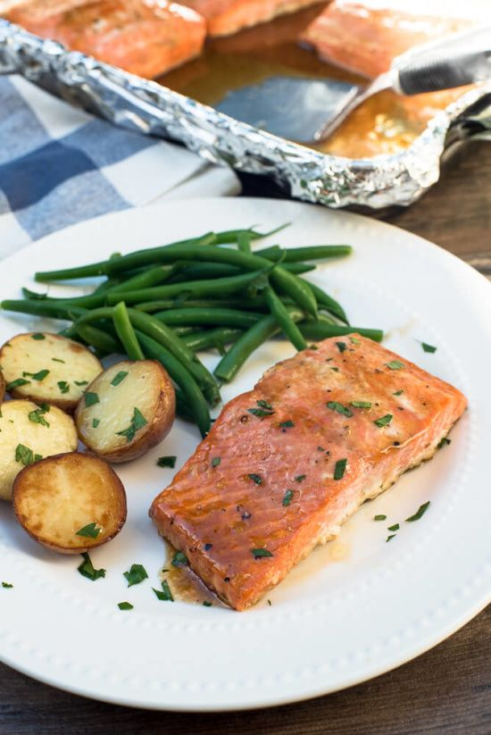 Need a #fast & easy meal for tonight? This Oven Roasted Maple Salmon recipe is incredibly easy and tastes great!