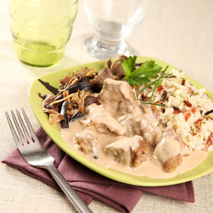 Sauté de veau sauce au poivre, poêlée forestière et riz trois grains