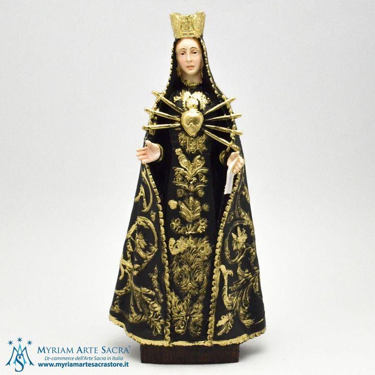 Statua Madonna Addolorata realizzata in resina. E' un prodotto made in Italy realizzata da un'azienda che è presente sul mercato da oltre 30 anni. Curata in ogni particolare. La statua è alta 28 cm. Scatolata. #myriamartesacra