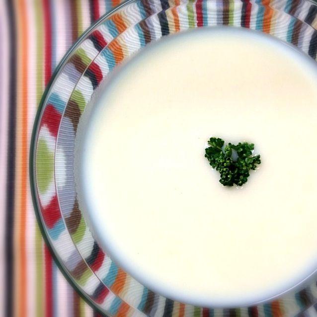 じゃがいもの冷製スープバターは不使用、牛乳は低脂肪、生クリームは控えめにヘルシーに作りました - 38件のもぐもぐ - ビシソワーズ by macko