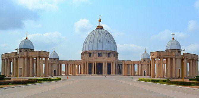 Assurdo: in Costa D'Avorio c'è una replica identica della Basilica di San Pietro