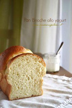 Nuova ricetta, un nuovo impasto dolce lievitato, ecco il mio pan brioche sofficissimo allo yogurt da gustare in qualsiasi momento della giornata.
