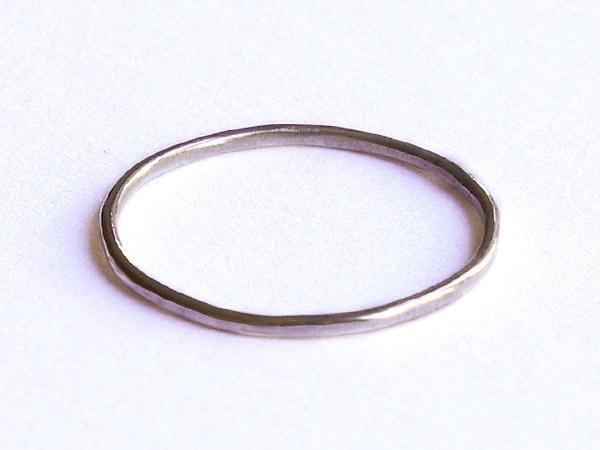 zarter schlichter ring aus 925 silber glatt und gl nzend. Black Bedroom Furniture Sets. Home Design Ideas