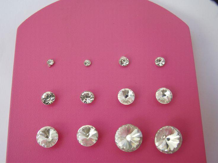 ασημένια σκουλαρίκια σε λευκό στρας στο http://amalfiaccessories.gr/asimenia-kosmimata/ από 4.00 με αποστολή στο χώρο σας