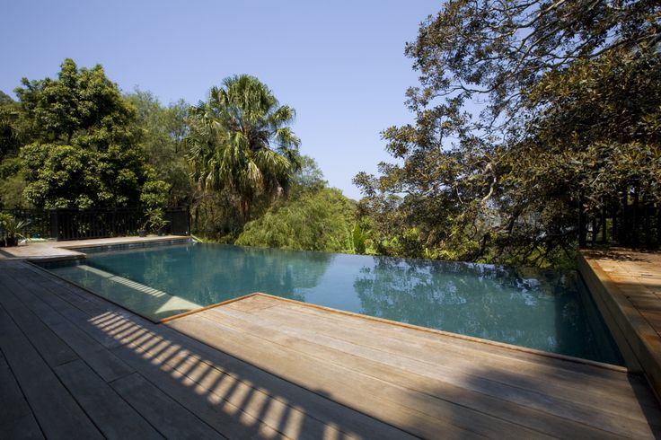 This stunning infinity edge design compliments the surrounding bush landscapes.