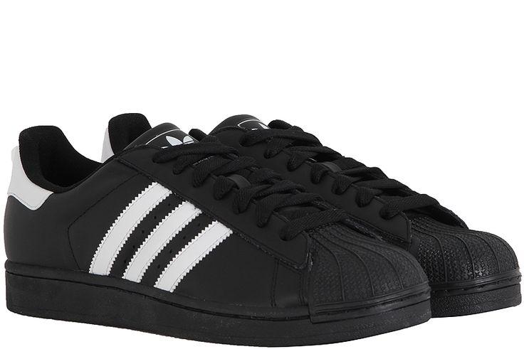 Ανδρικό παπούτσι από την Adidas. Από το 1970 το Superstar ΙΙ αποδεικνύει την αξία του στους δρόμους και τα μπασκετικά γήπεδα.