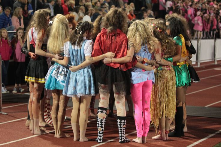 Lake Oswego dance team puts on 'horrifying' halftime show in Halloween costumes (photos) - OregonLive.com
