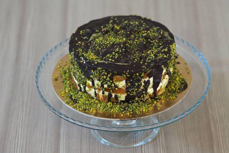 #torta #cake #made_in_home_with_heart #perilmioamore #pandispagna #cremachantilly #pistacchiodibronte #cioccolatofondente #pepitedicioccolato #gelateriarcobalenoroverchiaraverona #roverchiara #verona #gelato #icecream #helado #23anniconvoi
