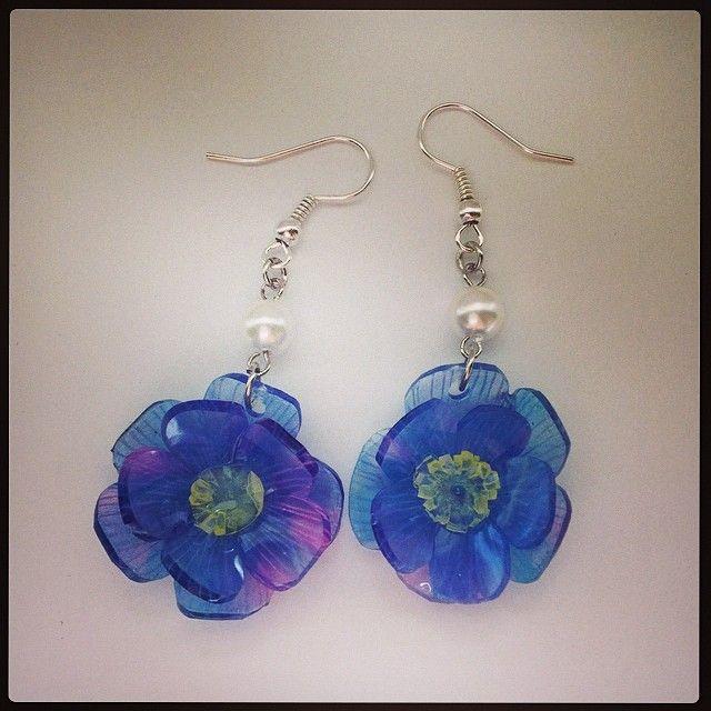 紫の花のピアス #shrinkplastic #flower #earrings #shrinkydinks #プラバン #プラ板 #ハンドメイド #accessories #handmade