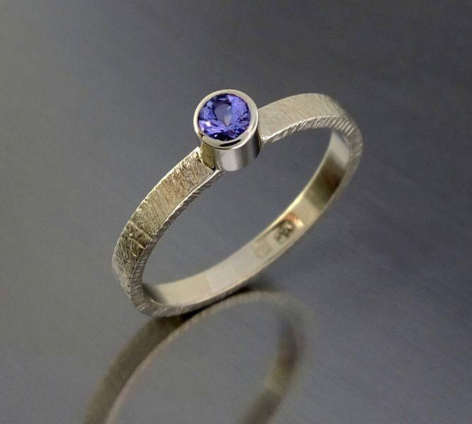 Złoty pierścionek BIZOE z tanzanitem. Idealny na zaręczyny!