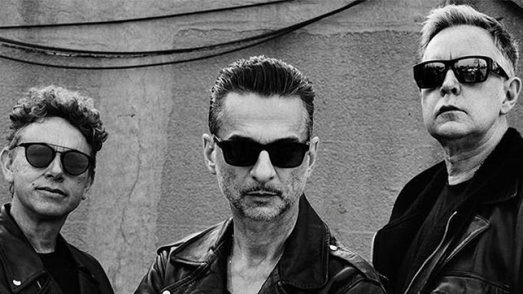 The 'Global Spirit Tour' reaches the Palau Sant Jordi in Barcelona. Martin Gore, Dave Gahan and Andy Fletcher return to the city to present their new work and offer some of the songs which have mad…