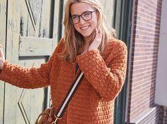 Der Herbst kommt: Und was tragen wir da am liebsten? Ja, klar eine Strickjacke! Ob drinnen oder draußen: Eine Kuscheljacke wird im Herbst