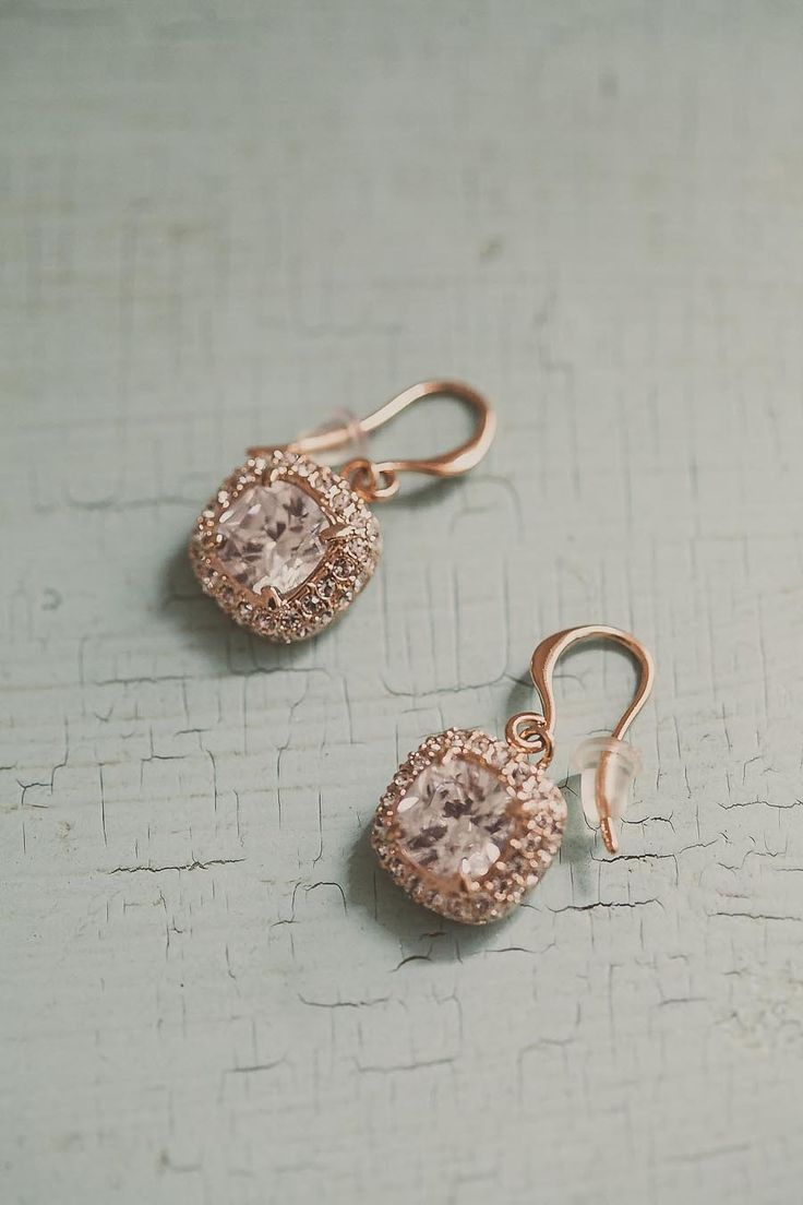 Love these #Earrings | Photography: Yuna Leonard Photography | more on SMP - http://www.stylemepretty.com/massachusetts-weddings/2013/11/06/marthas-vineyard-wedding-from-yuna-leonard-photography