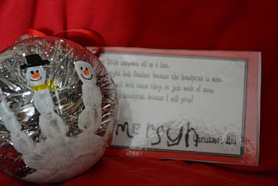 snowman hand print ornament- i love this -especially the garland just cut off and stuffed inside so fun!