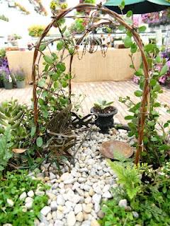 Lots of great fairy garden ideas here!
