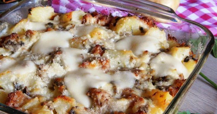 Πατάτες με λουκάνικα και τυριά στο φούρνο