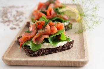 Klassinen graavilohi on yksinkertaisuudessaan parasta Tumman Kalastajalimpun ja tuorejuuston kanssa. Tämän reseptin taitaa jokainen kokki!