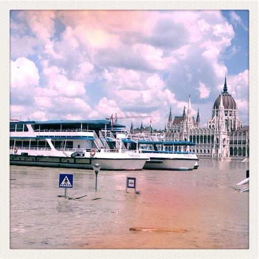 """Land unter"" in Budapest (c) Conrad Seidl"