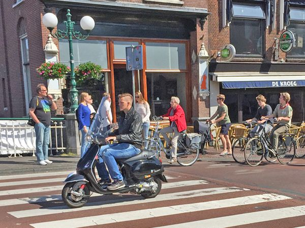 SCOOTER DEALERS & REPAIR SHOPS LEIDEN AREA If you are looking to buy a scooter, moped or motorcycle, or get one repaired, in Leiden, Voorschoten, Katwijk or Alphen aan den Rijn areas, this list of shops should come in handy  https://www.angloinfo.com/south-holland/directory/south-holland-scooter-sales-service-leiden-area-860