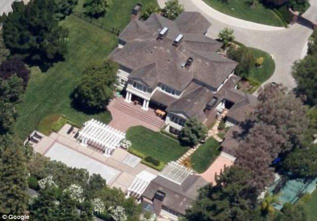 Mark Hurd, the copresident of   Oracle Corporation and former CEO of Hewlett-Packard, owns a 6,401sqft   residence in Atherton, California.  The five-bedroom and six-bath home   was purchased in 2005 for 7.1 million dollars, but is now valued at 7.8 million dollars.