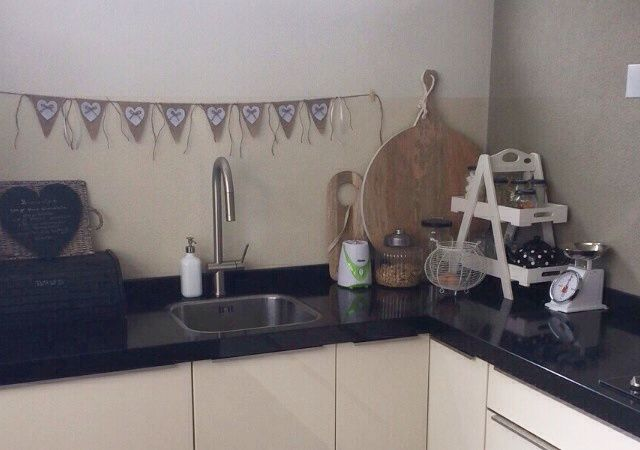 Leuk als decoratie voor aan de muur, bijvoorbeeld in de keuken | Jute vlaggenlijn | Zelf gemaakt | www.evice.nl