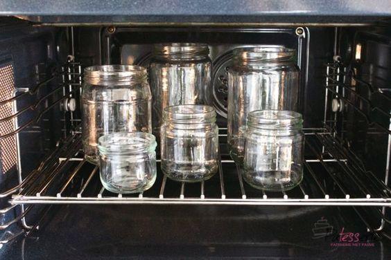 Inmaken, wecken of bewaren van je oogst doe je in schone potten. Met deze 3 methodes van het steriliseren van potten en flessen voorkom je bederf.