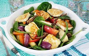 Grillijuustoa ja lämmintä salaattia / Grilled cheese and a warm salad