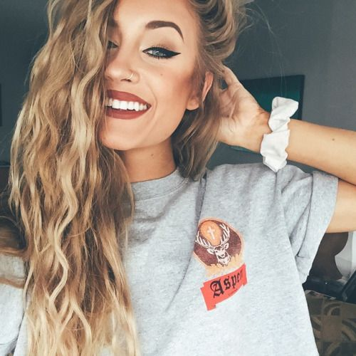 (Fc: Aspen Mansfield). Hiya! I'm Aspen Mansfield! I'm 21 and single. Im portraying as Jasmine. I love meeting all of the little kids. I also love acting. Intro?