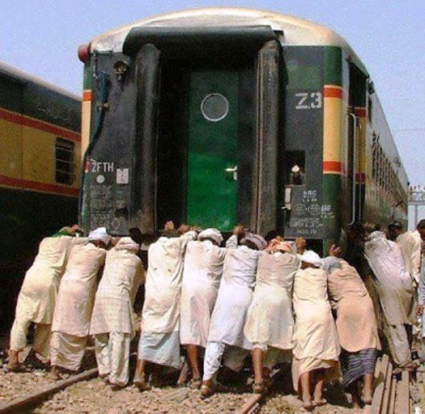 Pakistan Railway System Funny Picture | Funnyho.com