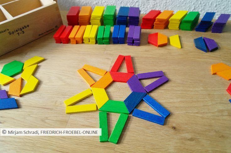 Spielgaben: Stern aus aus den geometrischen Formen (Trapez u. Rechteck) der Spielgabe 7 (Gift 7 Froebel)