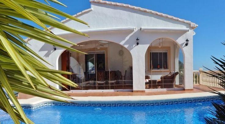 Hochwerige Villa mit Pool in guter Wohnlage in Pego Adsubia. Traumimmobilien in Spanien jetzt im Vertrieb unter: http://www.ott-kapitalanlagen.de/immobilien-spanien.html