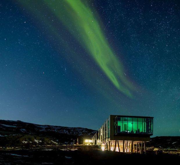 Dit hotel ligt bij de plaats waar twee tektonische platen uit elkaar drijven