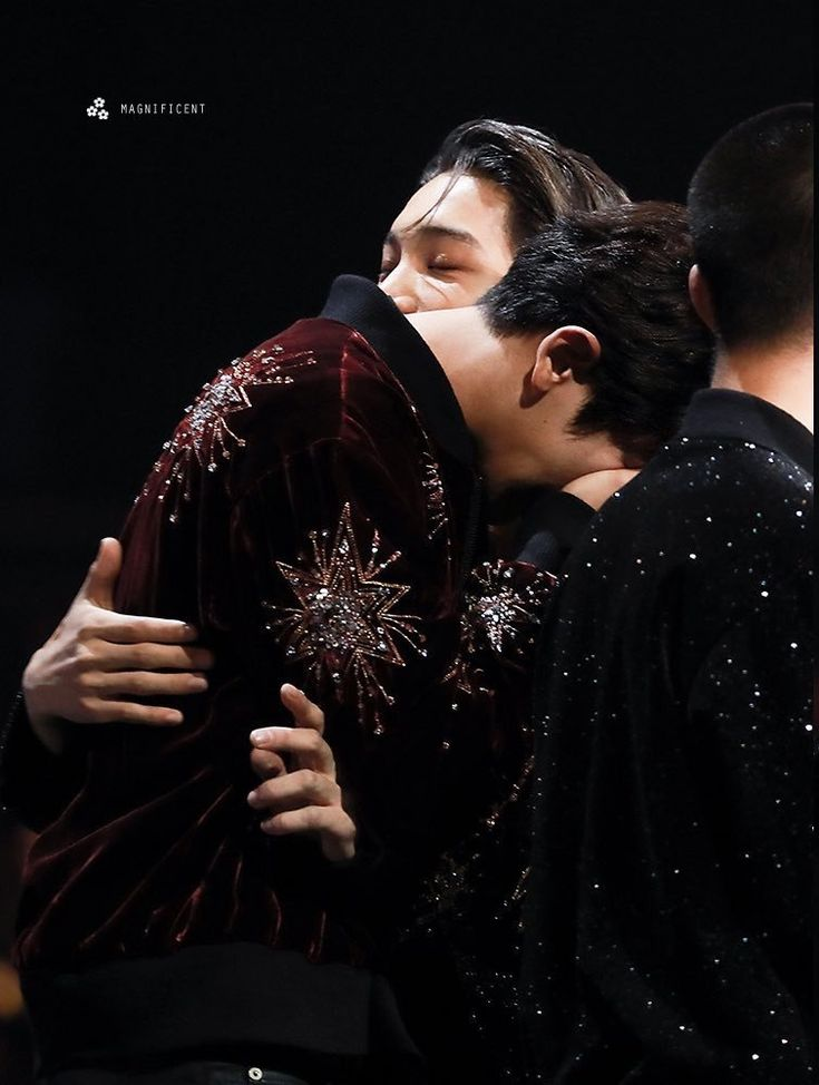 I don't like to see them crying, it makes me sad too.. Kai & Chanyeol, MAMA 2017