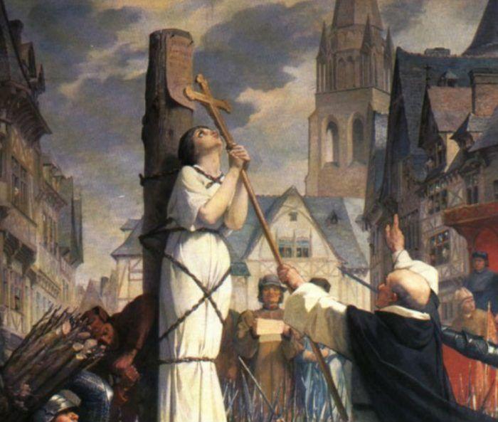 Fazer da oração o fio condutor dos nossos dias como Santa Joana d'Arc, nos ensina Bento XVI...  :)
