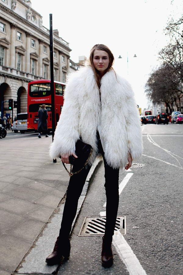 one more time because that fur is epic. #AngeKonciute #offduty in London.