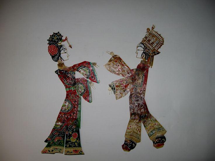 Concludiamo il nostro gioco delle coppie con l'ultima: le incantevoli ed eleganti figure del teatro delle ombre! Vi ricordiamo l'appuntamento di domani con San Valentino al Museo del PRECINEMA.
