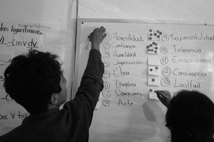 Votando para el lema y los valores que van a regir a la cooperativa. #Emprendedores #OaxacaEmprende