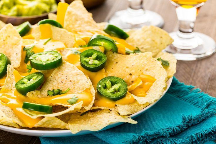 I nachos sono un antipasto tipico della cucina Tex-Mex e prendono il nome da quello del loro inventore, tale Ignacio Anaya,soprannominatoper l'appunto, Nacho. Egli ebbe l'originale idea di friggerei ritagli delle tortillas di mais, alimento base della loro dieta, e condirli con ciò che
