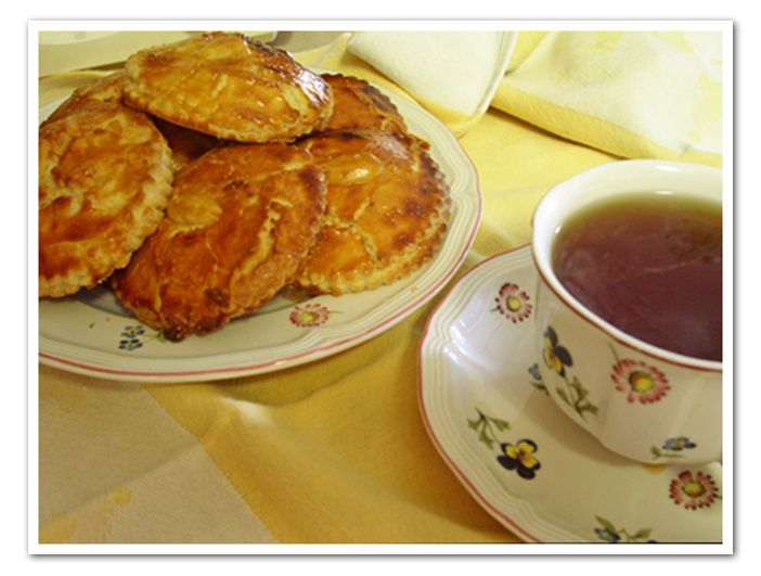 Gevulde Koeken (Dutch Almond Cookie) A cookie stuffed with almond paste YUM
