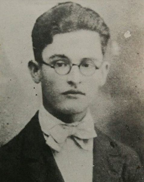 """""""Allá…"""", del salvadoreño Alfredo Espino (1900-1928), es el poema clásico que he escogido para ti esta semana. http://ciudadseva.com/texto/alla"""