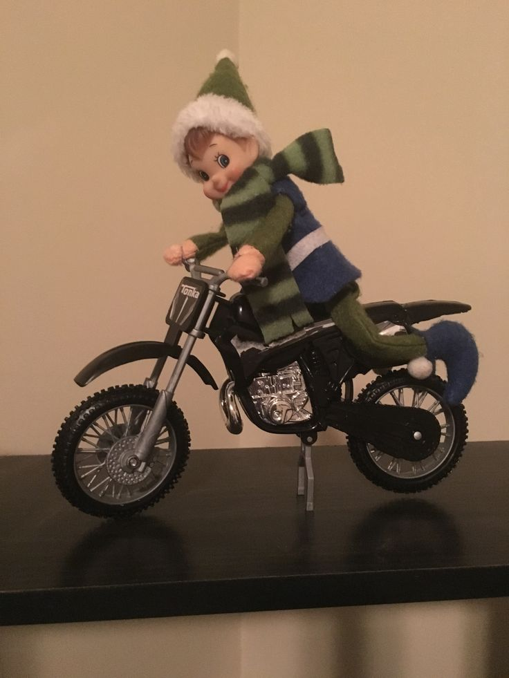 Freckles got a new ride. 😎 #adventuresoffrecklestheelf #elfontheshelf #badassbikerelf