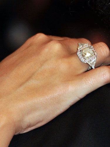Mariah Carey's engagement ring, stunnning