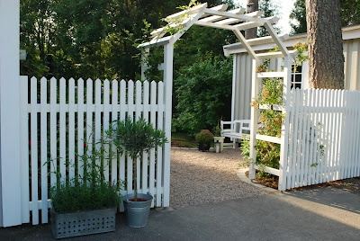 vitt staket | Staket | Pinterest | Pergolas : staket gammaldags : Staket