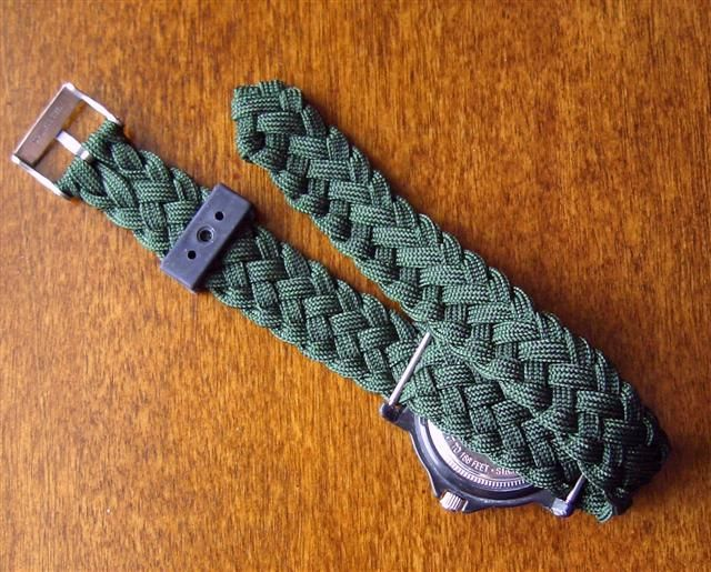 paracord projects | Once I had the length I wanted, I turned the end strands back and ...