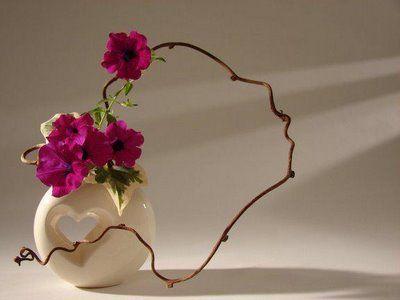 Ikebana beauty in the simple line & color mass                                                                                                                                                                                 Mais