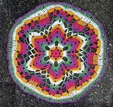 LINDEVROUWSWEB: Gehaakte Mandala http://lindevrouwsweb.blogspot.nl/2014/12/gehaakte-mandala.html