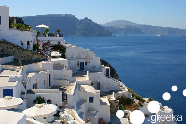 Travel guide to Santorini island, in Greece: photos, best beaches, sightseeing. Organize your holidays in Santorini: hotels, ferries, car rentals, tours.