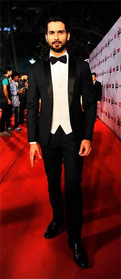 15 Best Dressed Bollywood Celebs At Filmfare Awards 2015 - While the