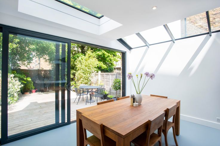 Side Return Extension in Highbury, N5. Sliding glass patio doors, all-glass roof, roof light, flat roof, structural glazed roof, wraparound extension, wrap around extension, L-shaped extension