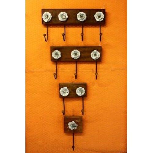 Cabideiros rústicos. Tipico artesanato mineiro.